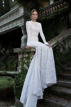 Платье невесты с длинным шлейфом
