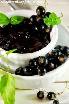 Uwielbiam konfiturę z czarnych porzeczek, ale nienawidzę ich obierać. Jednak warto się pomęczyć dla tego cudownego słodko-cierpkiego ...
