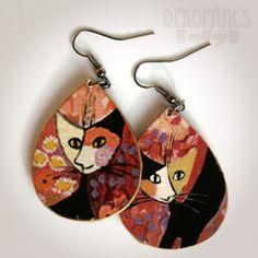 Macskás fülbevaló - csepp alakú, Ékszer, Meska, jewelry, earrings, decoupage, cat Decoupage, Drop Earrings, Jewelry, Jewlery, Bijoux, Jewerly, Jewelery, Dangle Earrings, Drop Earring