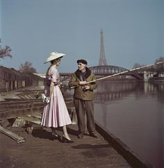 Robert Capa, Un mannequin habillé en Dior sur les quais de la Seine, Paris, 1948, International Center of Photography, New York