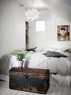 Small Vintage Attic Apartment In Grey And Blue Tones - Gravity Home