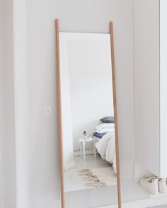 M i n u t e s – Georg mirror by Skagerak