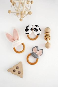 How to Sew DIY Baby Toys - Wooden Ring Crinkle Teether DIY - from A Beautiful Mess Source by deslong Handgemachtes Baby, Baby Kind, Diy Baby, Baby Gym, Baby Design, Handmade Baby, Handmade Toys, Wooden Baby Toys, Wood Toys