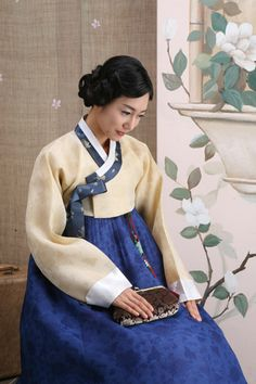 Traditional Hanbok for Women Korea Korean Traditional Dress, Traditional Fashion, Traditional Dresses, Korea Dress, Tribal Costume, Korean Hanbok, Korean Wedding, Korean People, Korean Outfits