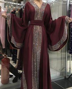 Made in Dubai Abaya. A stunningly beautiful dubai Stone abaya - Dresses Abaya Fashion, Muslim Fashion, Modest Fashion, Fashion Dresses, Women's Fashion, Korean Fashion, Fashion Online, Moda Hijab, Mode Abaya