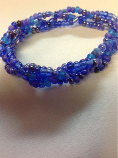 Undeniable Glitter: Blue Braided Bracelet. Free tutorial.