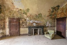 romain veillon travels across europe to photograph fresco paintings in abandoned buildings The Incredibles, Photography, Cool Pictures, Museum Photography, Painting, Beautiful Paintings, Decay Art, Artwork, Fresco