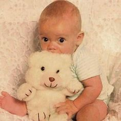 Harry Styles before One Direction what a cutie! Harry Styles Baby, Fetus Harry Styles, Harry Styles Fotos, Harry Styles Mode, Harry Styles Pictures, Harry Styles Imagines, Harry Edward Styles, Harry Styles Eyes, Gemma Styles