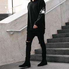 Mens Fashion Sweaters, New Mens Fashion, Tomboy Fashion, Streetwear Fashion, Men's Fashion, Chelsea Boots Outfit, Black Chelsea Boots, Black Outfit Men, Vintage Street Fashion