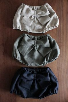 Add a bow to Ruby shorts?These baby pants are so adorable ☺️Bloomers and bowsChildren and Young Baby Girl Dresses, Baby Dress, Baby Outfits, Sun Dresses, Sewing Clothes, Diy Clothes, Little Girl Fashion, Kids Fashion, Latest Fashion