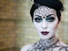 Паутинный макияж