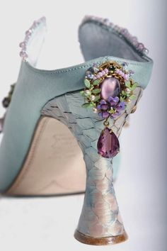 Vintage Shoes Fantasy Shoes, fairytale designs beatifully made by Basia Zarzycka Vintage Mode, Vintage Shoes, Pretty Shoes, Beautiful Shoes, Fairy Shoes, Shoe Art, Marie Antoinette, Wedding Shoes, Designer Shoes