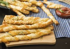 Make delicious pasta and savory baked pastry twists with one great mix! … Make delicious pasta and savory baked pastry twists with one great mix! Saveur Recipes, Chef Recipes, Greek Recipes, Twisted Pasta, Roh Vegan, Food Club, Healthy Diet Recipes, Hot Dog Buns, Pizza