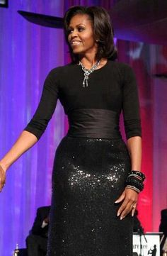 First Lady Michelle Obama When I saw this dress. We have the most stylish beautiful First Lady ever! Michelle Und Barack Obama, Michelle Obama Fashion, Barack Obama Family, Michelle Obama Black Dress, Malia And Sasha, American First Ladies, Black Presidents, Joe Biden, Style And Grace