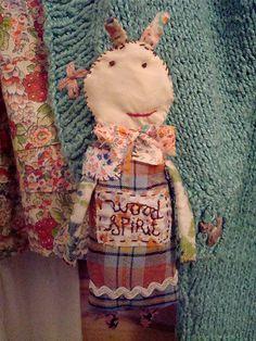 une petite broche de Julie Arkell ... très simple apparemment mais pas tant que ça ! J'adore !
