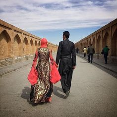 Couple in Kurdish costume walks on Sio-Se Pol (Sio-Se Bridge) in Isfahan, Iran. Photo by Marzieh Kazemi
