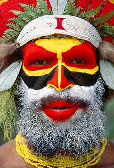 Portrait of Mendi man, Papua New Guinea © Art Wolfe / Art Wolfe Stock We Are The World, People Around The World, Art Wolfe, Nam June Paik, Arte Tribal, Indigenous Tribes, Photo Portrait, Tribal People, Papua New Guinea