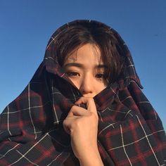 Korean Fashion Trends you can Steal – Designer Fashion Tips Ulzzang Girl Fashion, Ulzzang Korean Girl, Cute Korean Girl, Ulzzang Couple, Asian Girl, Korean Aesthetic, Aesthetic Girl, Aesthetic Hoodie, Uzzlang Girl