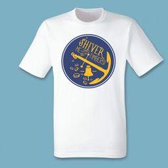 T-shirt Shiver me timbers! | Een 100% katoen single jersey t-shirt verkrijgbaar met v-hals of ronde hals met lente opdruk voor heren! In diverse maten verkrijgbaar.  #kleding #textieldruk #textielprint #opdruk #print #eigenprint #herenshirt #tshirt #shirt #witshirt #heren