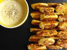 Pastéis de couve-flor com molho de iogurte - http://gostinhos.com/pasteis-de-couve-flor-com-molho-de-iogurte/