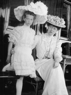 Princess Victoria of England (right) with Grand Duchess Marie Nikolaievna