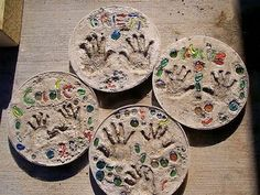 Make Stepping Stones Using Child's Handprint. Concrete isn't just for the infrastructure and base of certain buildings. You can use concrete in a variety of DIY projects, and infuse it into everyday products. Crafts To Do, Crafts For Kids, Arts And Crafts, Homemade Gifts, Diy Gifts, Homemade Clay, Projects For Kids, Craft Projects, Project Ideas