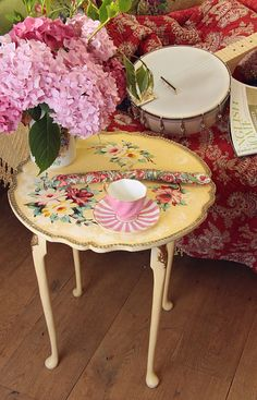Vintage Home - Wonderful Handpainted Roses Table.