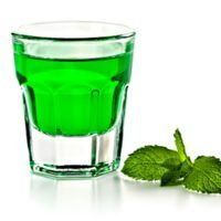 Recept : Mátový likér | ReceptyOnLine.cz - kuchařka, recepty a inspirace Beverages, Drinks, Preserving Food, My Tea, Preserves, Shot Glass, Herbalism, Vodka, Food And Drink