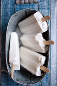 Vegan ice cream with coconut milk - Easy And Healthy Recipes Coconut Popsicles, Mantecaditos, Good Food, Yummy Food, Vegan Ice Cream, Ice Cream Recipes, Frozen Treats, Frozen Yogurt, Summer Recipes