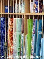 Types of art glass explained, what stained glass sheets to choose for your projects and where to buy. Includes fusible, opal and cathedral glass. Stained Glass Studio, Making Stained Glass, Stained Glass Crafts, Stained Glass Designs, Stained Glass Panels, Stained Glass Patterns, Leaded Glass, Mosaic Glass, Fused Glass