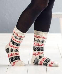 Neulo kauniit puolukkasukat Christmas Knitting Patterns, Knitting Patterns Free, Knitting Ideas, Easy Knitting, Knitting Socks, Knit Socks, Woolen Socks, Warm Socks, Fun Socks