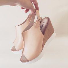 Sandalias en color rosa pálido-un must have para este verano  #liberitae #liberitaeshoes #sienteteliberitae #look #leather #leathershoes #piel #sandals #sandalias #moda #fashion #hechoenespaña #madeinspain #shoes #shoedesign #calzado