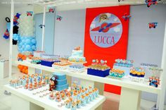 This vast dessert table is sure to inspire you as you plane your own DIY areoplane-themed party.