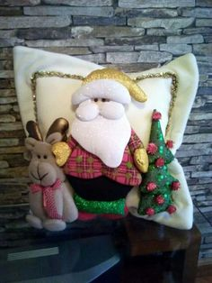 Christmas 2019 : Christmas decorations 2019 - 2020 that you can make with felt Beautiful Christmas Decorations, Felt Christmas Ornaments, Noel Christmas, Christmas 2019, Christmas Stockings, Christmas Crafts, Felt Patterns Free, Christmas Cushions, Scrappy Quilts