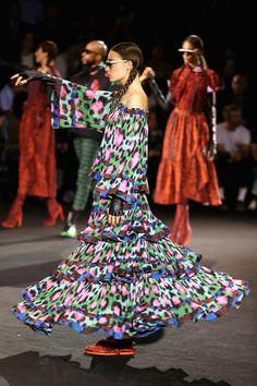 FASHION NEWS - Jean-Paul Goude directs a spectacular #fashion #show in #NewYork to celebrate the launch of KENZO x H&M: http://www.fashionstudiomagazine.com/2016/10/fashion-news-new-york.html #KENZOxHM #news
