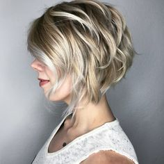 Blonde Layered Bob with Silver Highlights en schoonheid, 60 Best Short Bob Haircuts and Hairstyles for Women Short Layered Bob Haircuts, Short Shag Hairstyles, Short Hair Cuts, Bouffant Hairstyles, Layered Bobs, Hairstyles Haircuts, Wedding Hairstyles, Ladies Hairstyles, Short Bobs