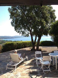 St Tropez et environs, Maison de vacances avec 4 chambres pour 9 personnes. Réservez la location 6386137 avec Abritel. Maison Parc de Cavalaire . Caractere. Vue mer exceptionnelle. Plage pied .possible . Wifi.