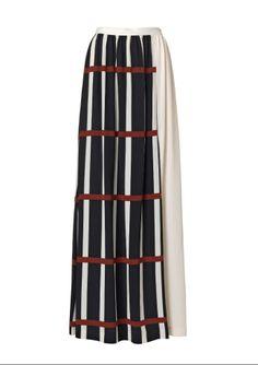 By Malene Birger Utpala zijden maxirok, een mooie, vloeiende, zijden rok met een prachtige print. Dankzij de lange split aan de voorkant beweegt de rok heel mooi, MEER http://www.pops-fashion.com/?p=9950