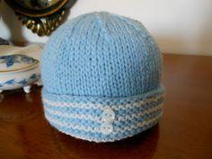 Berretto di lana lavorato ai ferri   Come promesso, eccoci a presentarvi un altro berrettino per neonati dedicato ai MASCHIETTI.  Interament...