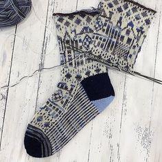 Crochet Socks, Knitting Socks, Hand Knitting, Knit Crochet, Knitting Designs, Knitting Projects, Knitting Patterns, Knitted Dolls, Tights