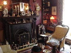 vita-domestica:    Sherlock Holmes Museum, London by D_V_P on Flickr.
