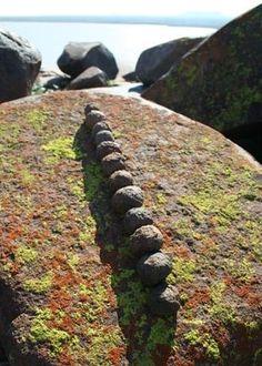 Google Image Result for http://i3.squidoocdn.com/resize/squidoo_images/-1/draft_lens3637772module23799142photo_1238282512Strijdom_-_Rocks_on_Lichen_Rock.jpg