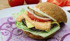 Ein tolles Hamburger Rezept für deine Low Carb Ernährung mit leckerem Low Carb Hamburger Brötchen und frischen Zutaten. Fast Food mal gesund