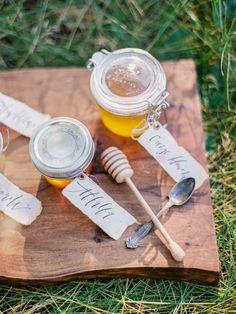 Honey wedding favors | Fall wedding inspiration | fabmood.com #wedding #fallwedding #autumn #autumnwedding