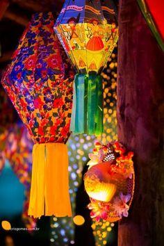 São João – 50 ideias de decoração para as Festas Juninas sem cair no clichê Carnival Themes, Party Themes, Party Ideas, Ideas Para Fiestas, Love And Light, Diy Party, Paper Flowers, Lanterns, Birthday Parties