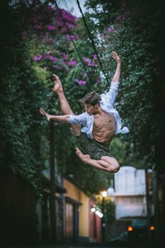 Ballet dancers bring the streets of Mexico City to life in stunning photographs