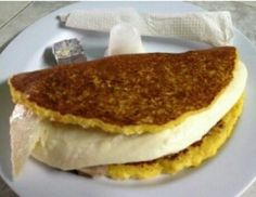 La cachapa, tipico plato Venezolano hecha de maiz tierno y rellena de uno de los mejores quesos del mundo,  queso de mano o telita.