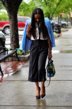 AWED BY MONICA: CULOTTES AND THE BLUES http://awedbymonica.blogspot.com/2014/05/fashion-and-style-culottes-and-blues.html #OOTD #CULOTTES #FLORALPRINT #FASHIONBLOG #FASHIONBLOGGER #STYLEBLOGGER #BLACKANDWHITE #SPRING #TRENDS #SPRINGTRENDS #BLUE #PUMPS
