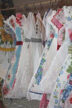 Isa Creative Musings Spring Sugar Plum Bazaar vintage hanky dresses is part of Vintage handkerchiefs - Sewing Hacks, Sewing Crafts, Sewing Projects, Easy Projects, Vintage Fabrics, Vintage Sewing, Vintage Linen, Vintage Style, Handkerchief Crafts