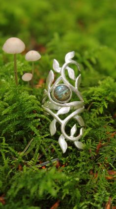 sterling silver and labradorite leaf ring